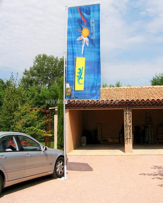 drapeau publicitaire - mât télescopique avec bannière et pied autocal